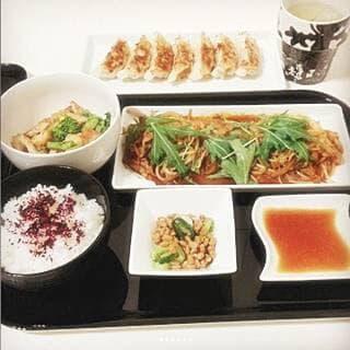 焼きギョーザ 菜の花と竹輪の辛子ポン酢あえ 麻婆もやし 葱納豆