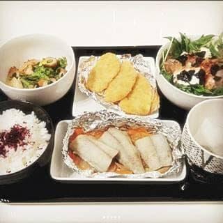 アジフライ 鰆のホイル焼き 菜の花と竹輪の辛子ポン酢あえ 水菜と豆腐のサラダ