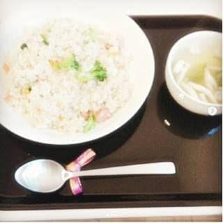 昼 : ピラフ風(炊いてないのでピラフ風) しめじのコンソメスープ