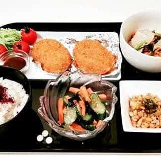 豚バラとにらもやしのポン酢蒸し コロッケとプチサラダ きゅうりの胡麻浅漬け 野沢菜納豆