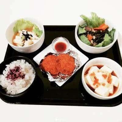 メンチカツ 空芯菜と豚バラのオイスター炒め 山芋短冊 とろけるチーズ豆腐