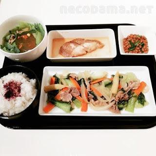 青梗菜で八宝菜的な中華炒め なめたカレイの煮付け ニラ納豆 春雨とレタスの中華スープ