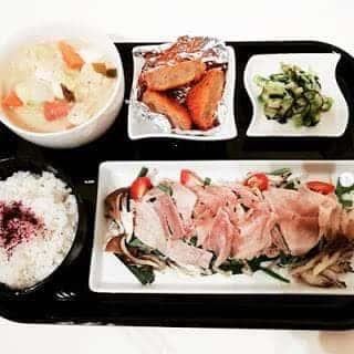 豚ニラもやしの重ね蒸し メンチカツ キャベツとポテトのクリームスープ 白菜のと塩昆布の浅漬