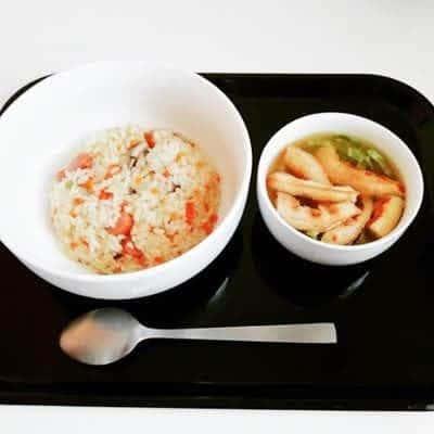 昼 : ガーリックピラフ・コンソメスープ