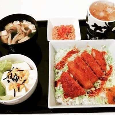 ソースカツ丼 キムチ納豆 豆腐サラダ しめじのおみそ汁