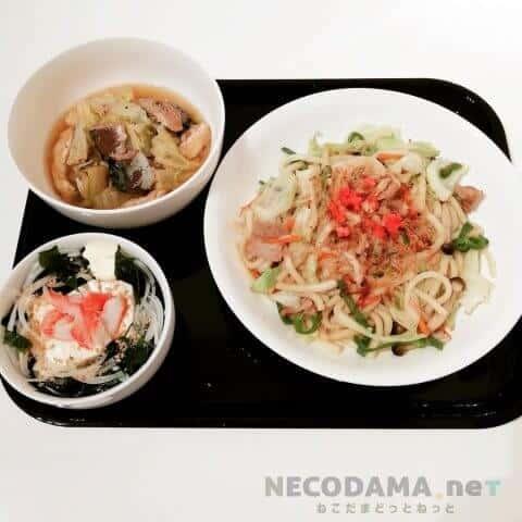 焼きうどん 白菜とサバ缶の旨煮 玉ねぎと和布の豆腐サラダ