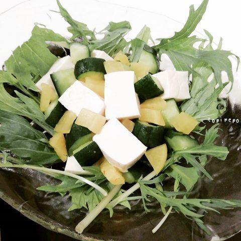 胡瓜と沢庵のコロコロ豆腐サラダ
