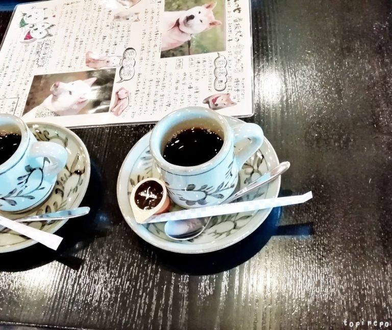 ラウンジで食後のコーヒー