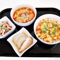 赤い食卓*麻婆丼とごぼうのサラダとか。