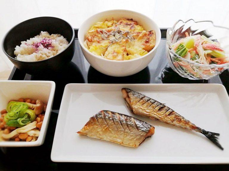 白菜と厚揚げのチーズ焼き・塩秋刀魚の献立