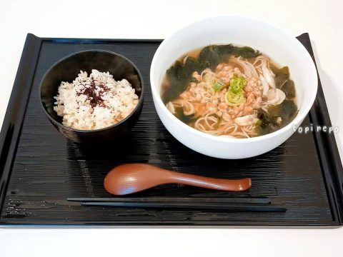 納豆の温かい蕎麦