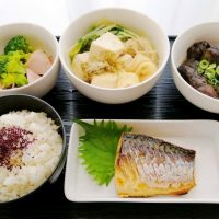 水菜・揚げ・豆腐の出汁煮*鯖塩焼き献立