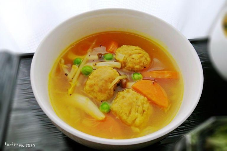 肉団子入りカレースープ