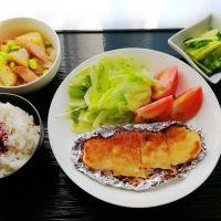 牛すき丼&塩もみ野菜ハムあえ・韮のお味噌汁