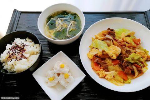 牛肉と卵のXO醤炒めえび焼売・わかめスープ