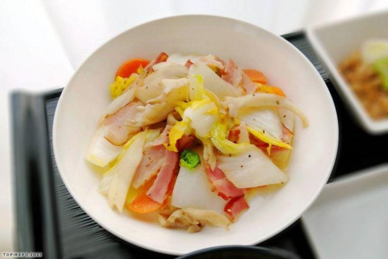 ベーコンと白菜の塩味炒め
