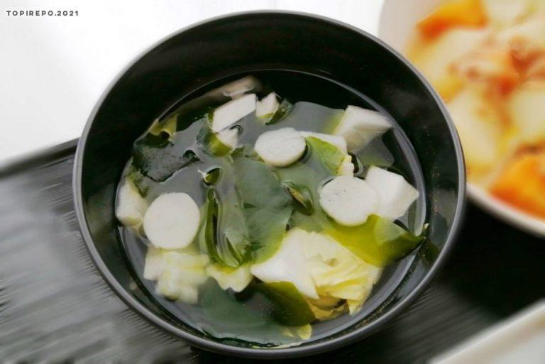 白菜とわかめのみそ汁