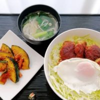 目玉のせヒレカツ丼&野菜汁・かぼちゃきんぴら